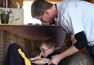Hơn 300 ngày bất hạnh của cậu bé bị hội chứng mất cảm giác đói ăn, khát uống