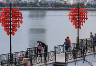 """Ngắm cầu tàu """"khóa tình yêu"""" đặc biệt ở Đà Nẵng"""