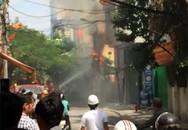 Hà Nội: Khu phố náo loạn vì cột điện bốc cháy dữ dội