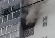 Cháy cao ốc, hàng trăm hộ dân hoảng loạn
