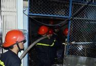 Bốn người nhảy từ tầng 2 căn nhà bốc cháy