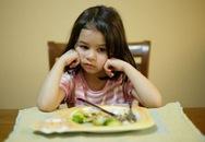 Những chế độ ăn cực nguy hiểm cho bé