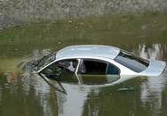 Giám đốc bảo hiểm chết trong xe ở dưới sông