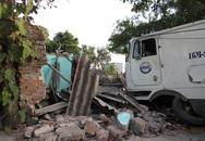 Xe container lao vào nhà, gia chủ bị thương nặng