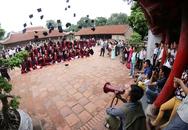 Văn Miếu - Quốc Tử Giám tắc nghẽn vì sinh viên chen chân chụp ảnh kỷ yếu