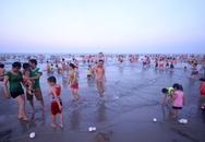 Hàng nghìn người xuống biển Đà Nẵng giải nhiệt