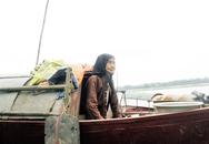 Chuyện đời cảm động của cụ bà 98 tuổi vẫn chèo thuyền đánh cá mưu sinh