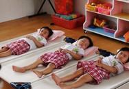Chọn giường, chăn lưới cho trẻ mùa hè
