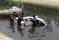 Chủ quán trà đá bất ngờ nhảy lên lái taxi gây tai nạn