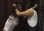 Thiếu nữ 16 tuổi tấn công bạn gái của cha giữa đường