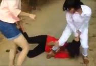 Nữ sinh đánh bạn tàn nhẫn, nam sinh đứng quanh cổ vũ