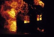 Đốt nhà dọa vợ, thiêu rụi luôn nhà mẹ ruột