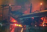 Đốt nhang cúng rồi khóa cửa đi vắng khiến 5 ngôi nhà cháy rụi