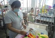 Cả bệnh viện cưu mang bé sơ sinh bệnh tim bị gia đình bỏ rơi