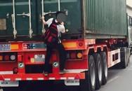 Nam sinh liều mạng với thần chết, đu xe tải về nhà