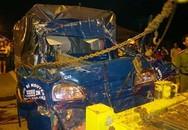 Xe tải đâm nhau, ba người trong gia đình tử vong