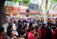 Người Hà Nội chen nhau mua vàng, xếp hàng tắc đường từ 5h sáng