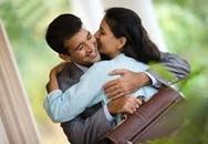 Vừa về nhà sau chuyến công tác, chồng đã ôm tôi thật chặt
