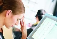 Ngồi máy tính quá lâu gây ra cơn đau đầu ở bạn như thế nào?