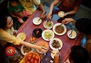 Gắp thức ăn cho người khác: Tôn trọng hay mất vệ sinh?