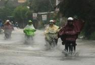 Mặc áo mưa thế nào cho an toàn khi đi xe máy?