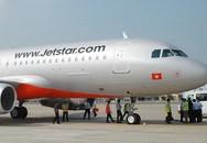 Máy bay Jetstar bị rách 5cm trước khi cất cánh