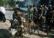 Ảnh tư liệu: Người Sài Gòn đổ ra đường mừng thời khắc Giải phóng