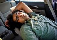 """Nguy hại """"rình rập"""" khi ngủ trên xe hơi"""