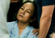 Mẹ Duy Nhân bị ngất liên tục trong lễ khâm liệm con trai