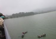 Nữ sinh lớp 12 nhảy sông Hồng tự tử vì bị cấm yêu
