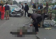Hà Nội: Ô tô Civic nát bét đầu, tài xế hoảng loạn xuống xe