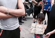 """Cô gái quỳ giữa đường xin được bán nước: """"Hành động của tôi lúc đó là bột phát"""""""