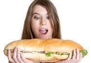 Ăn quá no là thủ phạm gây 10 bệnh thường gặp