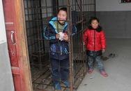 Bé trai 12 tuổi bị bố nhốt vào lồng sắt vì quá nghịch ngợm