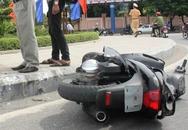 Ô tô tông vào xe máy rồi nhào lộn trên không