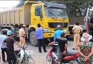 Thanh niên mang hồ sơ xin việc bị xe tải cán tử vong