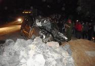 Hai thi thể mắc kẹt trong chiếc Innova sau cú đấu đầu xe tải