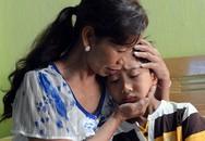 Bố mẹ quán quân Đức Vĩnh xót xa khi con trai nhập viện lần 2