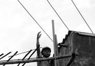 """""""Thót tim"""" vì dây điện trung thế cách mái nhà…1 mét"""