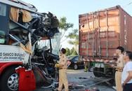 30 người kêu cứu trong ôtô khách húc đuôi container