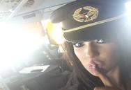 """Người mẫu khiêu dâm được phi công mời vào buồng lái """"dự tiệc sexy"""""""