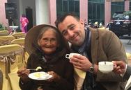 'Cụ bà đẹp nhất thế giới' lần đầu đi chơi Hà Nội