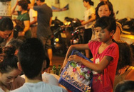 """Lao động trẻ em giữa thủ đô (3): Trẻ bán kẹo rong cũng có """"bảo kê"""""""