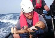 Hình ảnh bé tị nạn chết đuối trên biển gây xúc động dư luận