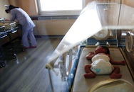 Bệnh viện Úc tiếp nhầm khí gây cười khiến bé sơ sinh tử vong