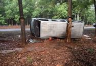 Gia Lai: Ô tô 16 chỗ tự lật, 2 người thương vong