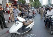 Hà Nội: Xế hộp xịt lốp đâm liên tiếp 9 xe máy