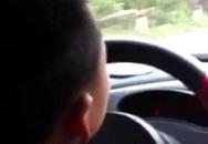 Lạnh gáy clip mẹ khoe con trai lớp 3 lái ôtô trên đường đèo dốc ở Bắc Kạn