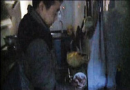 Giật mình kinh hãi khi nhìn thấy thịt lợn phát sáng trong đêm