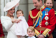 Công chúa Charlotte lần đầu xuất hiện trước công chúng